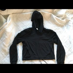 Lululemon Catch A Breeze pullover sz6
